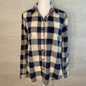 FOREVER 21 Navy Plaid Button Up Top